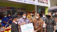 Menko Airlangga Hartarto mengunjungi dua lokasi usaha milik alumni program Kartu Prakerja di Kota Bogor, Jawa Barat.