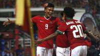 Sultan Zico dan Bagus Kahfi selebrasi bersama Timnas Indonesia U-16 di Piala AFF U-16 2018. (Bola.com/Aditya Wany)