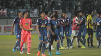 Ekspresi para punggawa PSIS, usai kekalahan 1-3 dari Persipura Jayapura di Stadion Moch Soebroto, Magelang, Selasa (6/8/2019) malam. (Bola.com/Vincentius Atmaja)