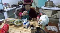 Selama delapan tahun terakhir, nenek asal Tiongkok ini telah mengadobsi dan merawat ratusan hewan liar.