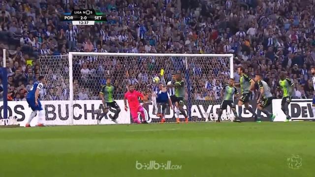 Porto kembali memuncaki klasemen Liga Portugal setelah menghantam Vitoria Setubal 5-1. Moussa Marega membuka gol bagi tuan rumah s...
