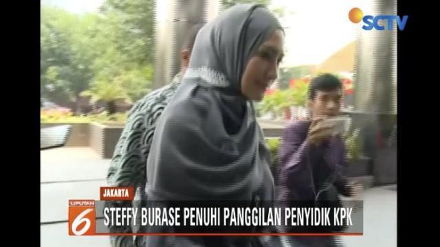 Steffy menjadi saksi atas tersangka Gubernur Aceh nonaktif Irwandi Yusuf.