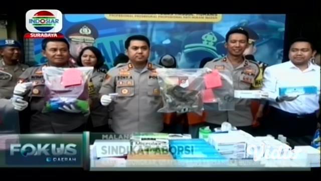 Sindikat aborsi di Kota Malang dibongkar. Lima pelaku yang terlibat ditangkap bersama barang bukti obat-obatan. Dua di antara pelaku berstatus mahasiswi.