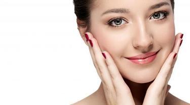 Berikut empat hal yang dapat Anda lakukan untuk membuat kulit wajah terlihat lebih cerah. (Foto: iStockphoto)