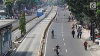 Warga memadati area Car free day (CFD) di Jalan Warung Jati Barat, Jakarta Selatan, Minggu (17/9). Car free day (CFD) kembali digelar untuk yang kedua kalinya di kawasan Mampang Prapatan hingga Pejaten. (Liputan6.com/Immanuel Antonius)
