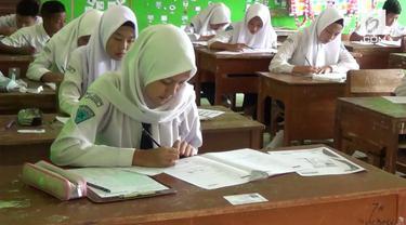 Ratusan siswa di Sumedang gagal melaksanakan UNBK karena sekolah mereka tidak punya komputer. Akibatnya ujian nasional diikuti mereka dengan kertas dan pensil.