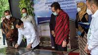 Menteri Kesehatan, Terawan Agus Putranto saat meresmikan Gedung Pelayanan Pengujian dan Kalibrasi serta Gedung Penunjang Pelayanan Loka Pengamanan Fasilitas Kesehatan (LPFK), Jumat (11/12).