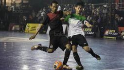 Suasana laga perebutan juara ketiga pada Grand Final Super Soccer Futsal Battle 2017 di Bintaro Xchange, Tangerang, Minggu (22/10/2017). Sebanyak 24 tim terbaik bersaing ketat untuk menjadi yang terbaik. (Bola.com/Vitalis Yogi Trisna)