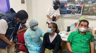 Vaksinasi Covid-19, Sandiaga Uno: Jadi Awal Kebangkitan Ekonomi Papua