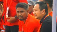 Purwanto Suwondo bersama Ricky Nelson mengangkat prestasi Sulut FC di Liga 2 2019. (Bola.com/Gatot Susetyo)