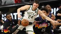 Duel final NBA 2021/2022 Phoenix Suns versus Milwaukee Bucks di Footprint Center, Phoenix, Arizona, Minggu (18/7/2021) pagi WIB. (Ronald Martinez/Getty Images via AFP)