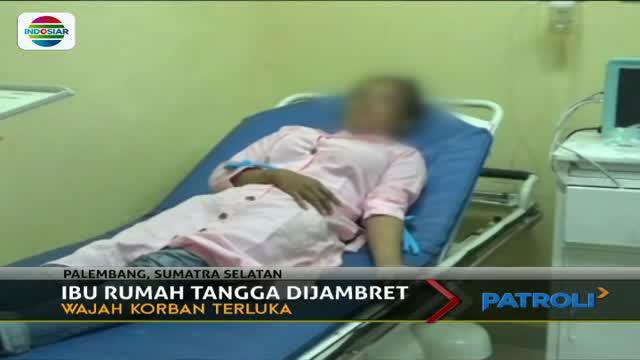 Seorang ibu rumah tangga yang berboncengan motor dengan anaknya menjadi korban kawanan jambret di Kawasan Jakabaring Palembang.