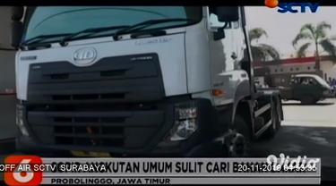 Sejumlah SPBU di Jombang, Jawa Timur, hingga kini masih mengalami kekurangan stok solar. Kelangkaan tak hanya menyulitkan pengemudi truk, melainkan juga pemilik dan awak perahu penyeberangan Sungai Brantas di Kecamatan Megaluh, Jombang.