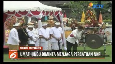 Menag Lukman Hakim hadiri upacara umat Hindu tuwur kangsa di Candi Prambanan, Sleman, Yogyakarta.