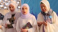 """Kampus, kuliah sekarang ada yang sampai sore, apalagi yang seprofesi sama aku, kita kerja setiap hari bahkan acara sahur sama buka puasa untuk menghibur jadinya jarang banget untuk menyempatkan diri membaca al Quran,""tambahnya. (Deki Prayoga/Bintang.com)"