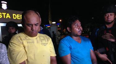 Polisi menangkap dua pelaku pengeroyokan dan penganiayaan ahli informasi teknologi (IT) Hermansyah. (Liputan6.com/Ady Anugrahadi)