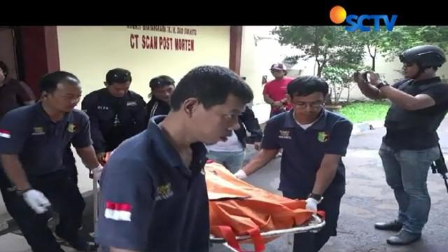 Tangkap otak pelaku penyekapan dan perampokan terhadap seorang wanita penumpang taksi daring, pelaku  meregang nyawa setelah terkena timah panas petugas.