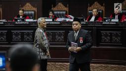 Marsudi Wahyu Kisworo, ahli yang dibawa oleh tim hukum KPU usai disumpah sebelum memberikan keterangan dalam sidang lanjutan sengketa Pilpres 2019 di Gedung MK, Jakarta, Kamis (20/6/2019). Sidang mendengarkan keterangan saksi dan ahli dari pihak termohon, yaitu KPU RI. (Liputan6.com/Faizal Fanani)