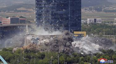 FOTO: Korea Utara Ledakkan Kantor Penghubung dengan Korea Selatan