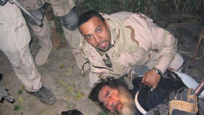 Penangkapan Saddam Hussein oleh pasukan AS 13 Desember 2003 (US Army)
