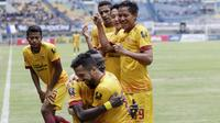 Para pemain Sriwijaya FC merayakan kemenangan atas PSMS pada laga Piala Presiden di Stadion GBLA, Bandung, Jumat (26/1/2018). Sriwijaya FC menang 2-0 atas PSMS. (Bola.com/M Iqbal Ichsan)