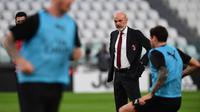 Pelatih AC Milan, Stefano Pioli. (AFP/Miguel Medina)