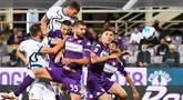 Inter Milan berhasil membawa kemenangan dari markas Fiorentina dalam duel laga pekan kelima Liga Italia 2021/2022. (AFP/Andreas Solaro)