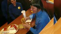 Don Gorske dari Wisconsin cetak rekor melahap 30.000 burger restoran cepat saji ternama asal Amerika Serikat (sumber: Don Gorske / Postmedia Network via Canoe.com)