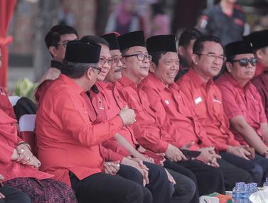Bersama Ratusan Kader PDIP, Ahok dan Djarot Hadiri Upacara HUT ke-74 RI