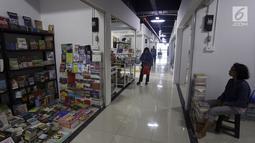 Suasana Pasar Buku Jakbook Kenari, Salemba, Jakarta, Selasa (30/7/2019). Sejumlah pedagang yang sebelumnya berjualan di kawasan Pasar Senen dan Kwitang tersebut mengaku pengunjung di sentra buku itu sepi. (Liputan6.com/Johan Tallo)