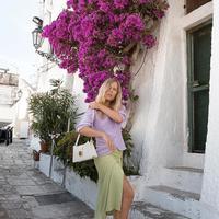 Lilac dan hijau, tren warna terkini untuk kesan fashionable.