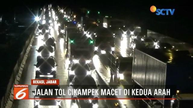 Jalan Tol Cikampek, Bekasi, Jawa Barat, terpantau macet saat libur Hari Raya Nyepi.