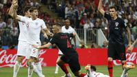 Pemain timnas Kroasia, Ivan Perisic (4), menjebol gawang timnas Inggris pada babak semifinal Piala Dunia 2018 di Luzhniki, Moskow, Kamis (12/8/2018) dini hari WIB.  (AP Photo/Frank Augstein)