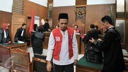 Terdakwa Feriyanto usai jalani sidang perdana di PN Jakarta Selatan, (23/6). Jaksa Penuntut Umum menilai Feriyanto telah melakukan provokasi sopir taksi se-Jabodetabek via media sosial saat demo sopir taksi bulan Maret lalu. (Liputan6.com/Yoppy Renato)