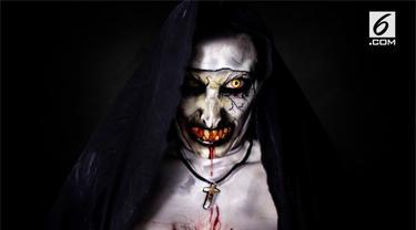 Sarah Lamarlere adalah seorang penata rias andal. Ia memberikan tutorial cara membuat karakter ala hantu Valak di film The Nun.