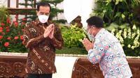 Presiden Joko Widodo (Jokowi) dan Kepala BKKBN Hasto Wardoyo dalam Pembukaan Rapat Koordinasi Nasional Kemitraan Program Bangga Kencana di Istana Kepresidenan Jakarta, Kamis (28/1/2021). (Biro Pers Sekretariat Presiden/Rusman)