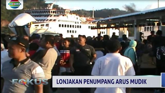 Untuk mengatasi lonjakan penumpang, pihak PT ASDP melakukan penambahan layanan penyeberangan.