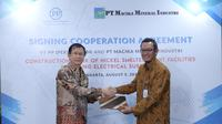 Direktur Utama PT Macika Mineral Industri John Hendarso dan Kepala Divisi EPC Perseroan Nurlistyo Hadi
