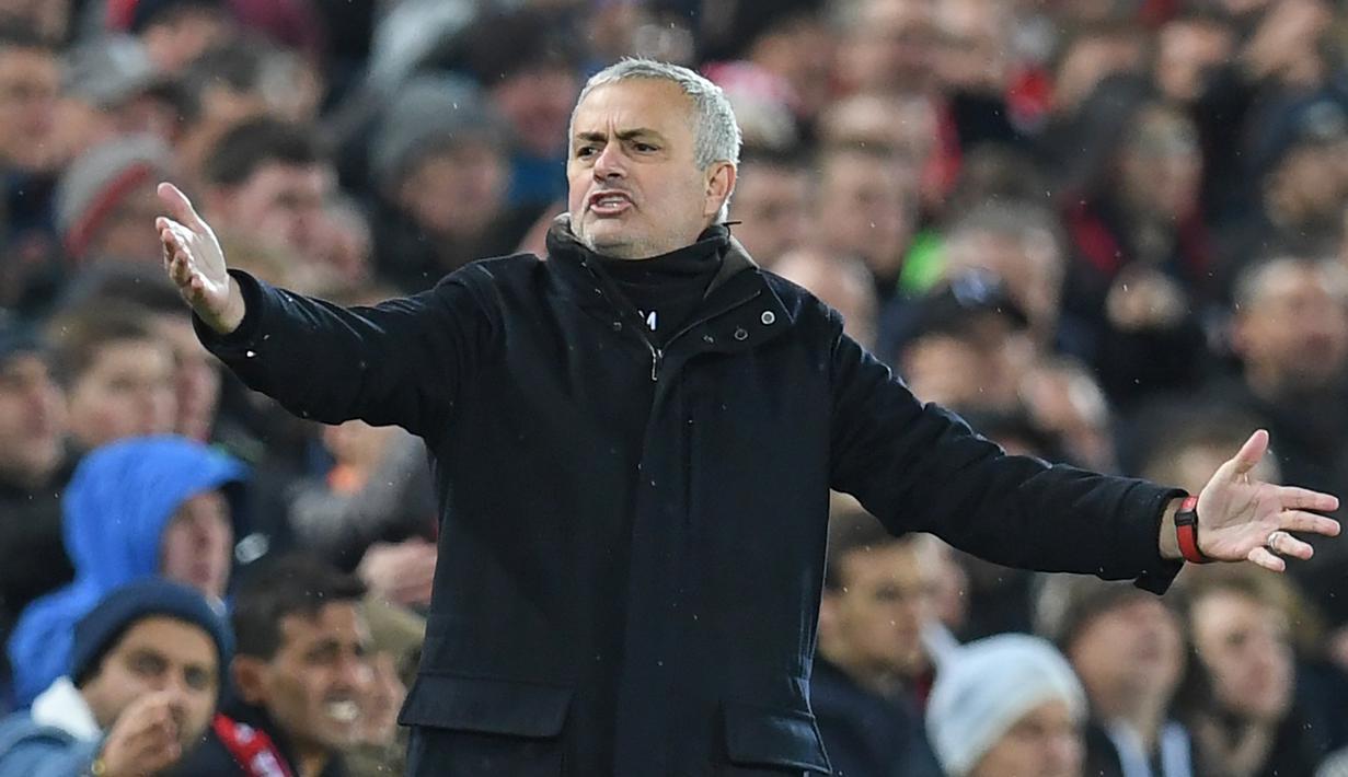 Rekor negatif selalu menghampiri Mourinho. Kekalahan 1-3 atas Liverpool semakin membuat para fans fanatik kebakaran jenggot. Puncaknya Mourinho langsung dipecat dengan menyisakan tren negatif bagi Manchester United. (AFP/Paul Ellis)