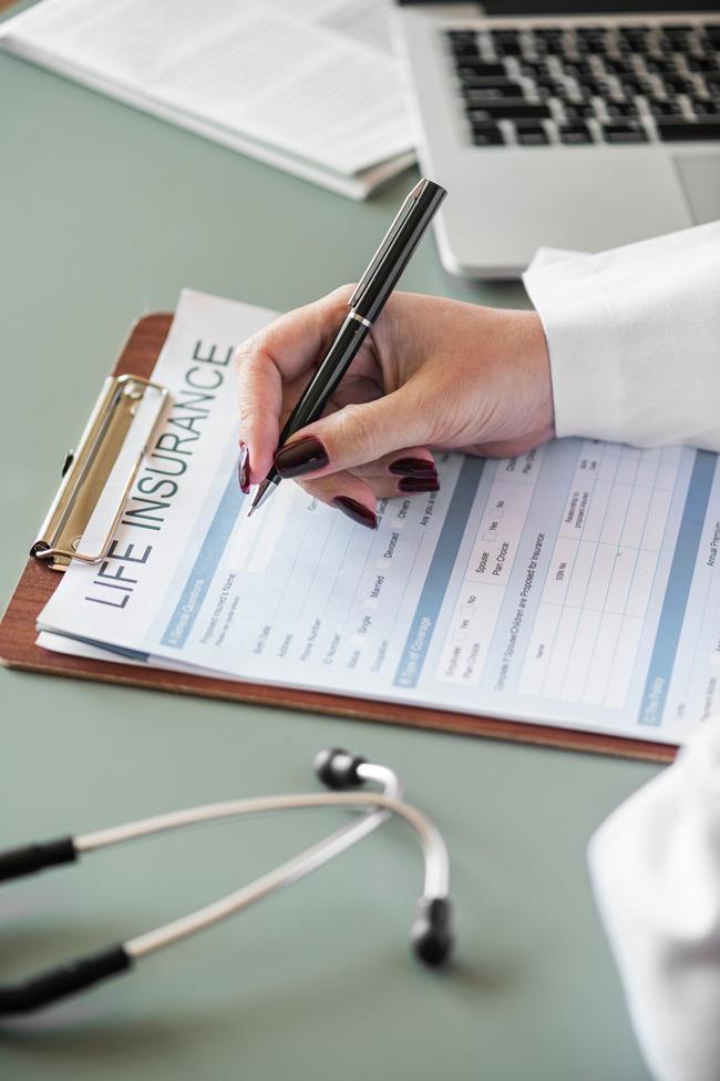 Belilah asuransi untuk lebih memudahkan hidup/copyright unsplash.com/Rawpixel