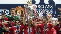 Selama kariernya di Old Trafford, Ryan Giggs turut membantu Manchester United meraih 13 trofi premier league, 4 piala FA, 3 piala liga, 9 Community Shield, 2 trofi liga champions. (AFP/Paul Ellis)