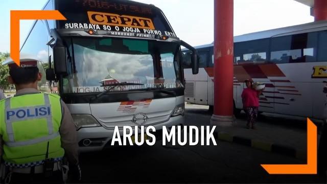 Jelang arus mudik 2019, petugas merazia kelengkapan sopir bus. Hasilnya 10 bus ditemukan