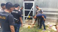 Anggota Polres Musi Banyuasin Sumsel saat melakukan olah TKP di rumah warga yang dirampok (Dok. Humas Polres Musi Banyuasin / Nefri Inge)