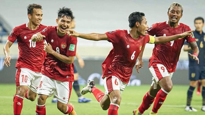 Setelah peluit tanda mulainya pertandingan berbunyi, Timnas Indonesia tampil dengan cukup berani bermain terbuka. Kubu sebaliknya, Timnas Thailand tampil dengan lebih efektif memainkan sekema serangan balik. (Foto: Dok. PSSI)