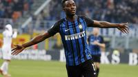 Penyerang muda Inter Milan, Yann Karamoh melakukan selebrasi usai mencetak gol ke gawang Bologna. (AP Photo/Antonio Calanni)