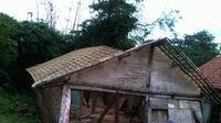 Tanah bergerak dan ambles di Desa Dermasuci, Kecamatan Pangkah, Tegal, Jateng, merobohkan 17 rumah dan mengakibatkan 84 rumah rusak parah. (Liputan6.com/Fajar Eko Nugroho)