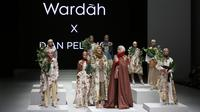 Koleksi Dian Pelangi dalam fashion show Youniverse di Indonesia Fashion Week 2017 (Foto: Dok. Wardah)