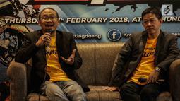 AP. Sigid HS- Event Manager Kratingdaeng (kiri) memberi keterangan saat konferensi pers di Jakarta, Kamis (15/2). Sebanyak 1.000 pembalap motor non aspak baik nasional dan internasional siap meramaikan acara tersebut. (Liputan6.com/Faizal Fanani)