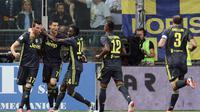 Para pemain Juventus merayakan gol yang dicetak ke gawang Parma dalam laga lanjutan Serie A 2018-2019, di Stadion Ennio Tardini, Minggu (2/9/2018). (Elisabetta Baracchi/ANSA via AP)