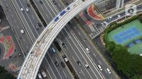 Foto arial proyek pembangunan jalur Light Rail Transit (LRT) Jabodebek rute Cawang-Dukuh Atas yang mencapai 77, 7 persen di Jakarta, Jumat (29/1/2021). Target operasi secara komersial untuk LRT Jabodebek adalah awal Juli 2022. (merdeka.com/Imam Buhori)